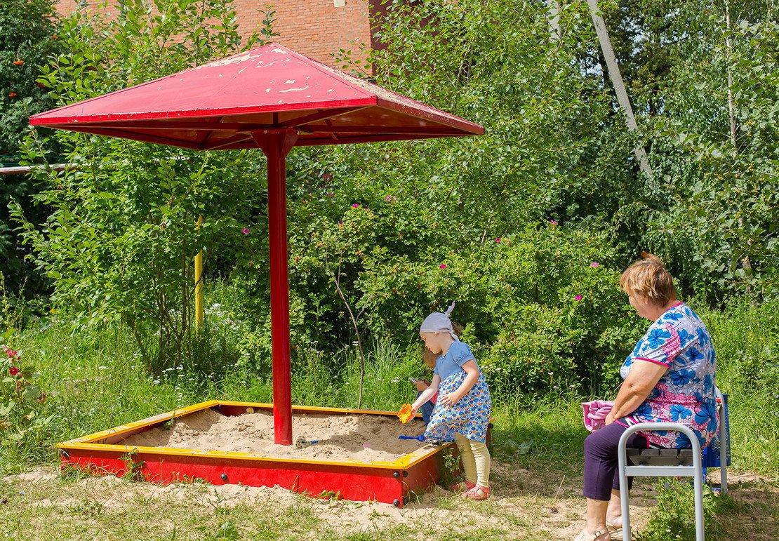 Детские песочницы с крышей из дерева своими руками фото